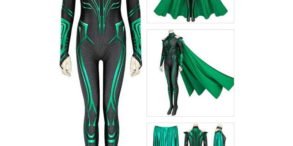 The cape of Polaris in the comics is not very big, it is a relatively small green cape.
